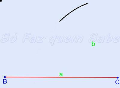 Desenhando um arco com a medida do segundo lado do triângulo a ser construído.