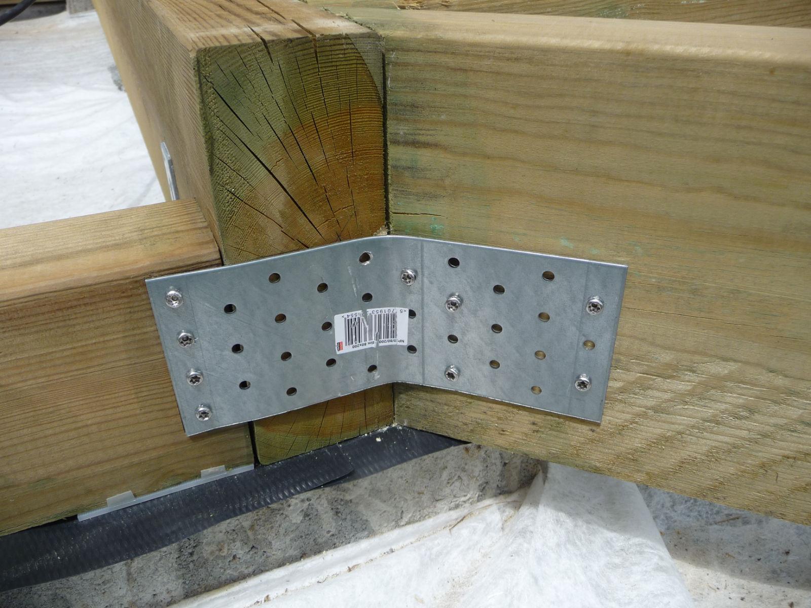 assemblage de l 39 ossature porteuse construire sa terrasse en bois sur plots en b ton. Black Bedroom Furniture Sets. Home Design Ideas