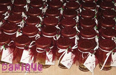 marturii nunta / botez - borcanele cu miere decorate in cromatica generala a evenimentului
