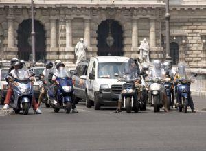 Grupo de gente en moto