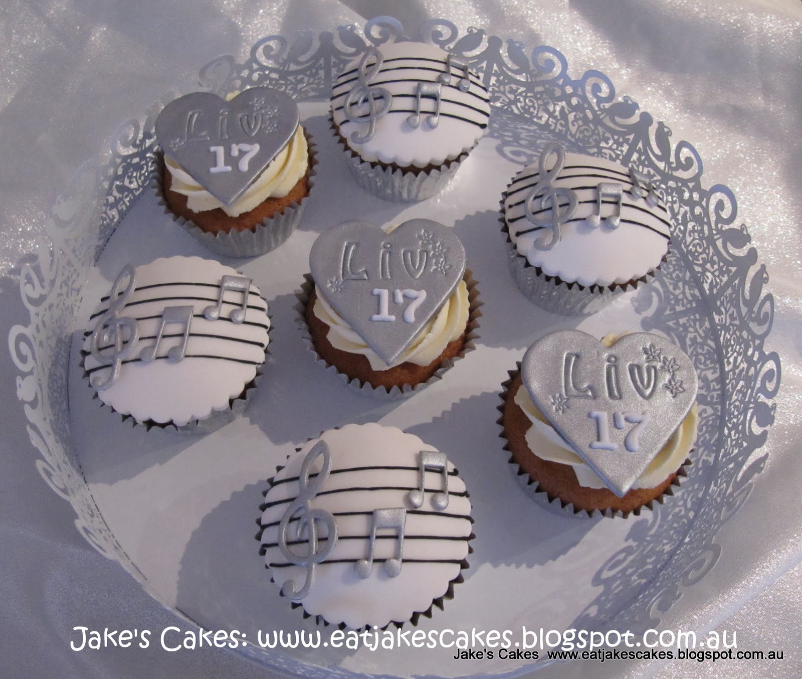 Jake 39 s cakes music cupcakes for a 17th birthday for 17th birthday decoration ideas
