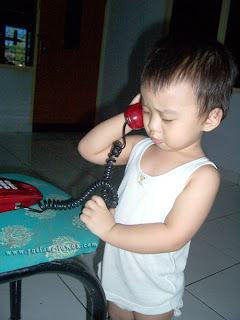 Hadi_play_with_red_telephone