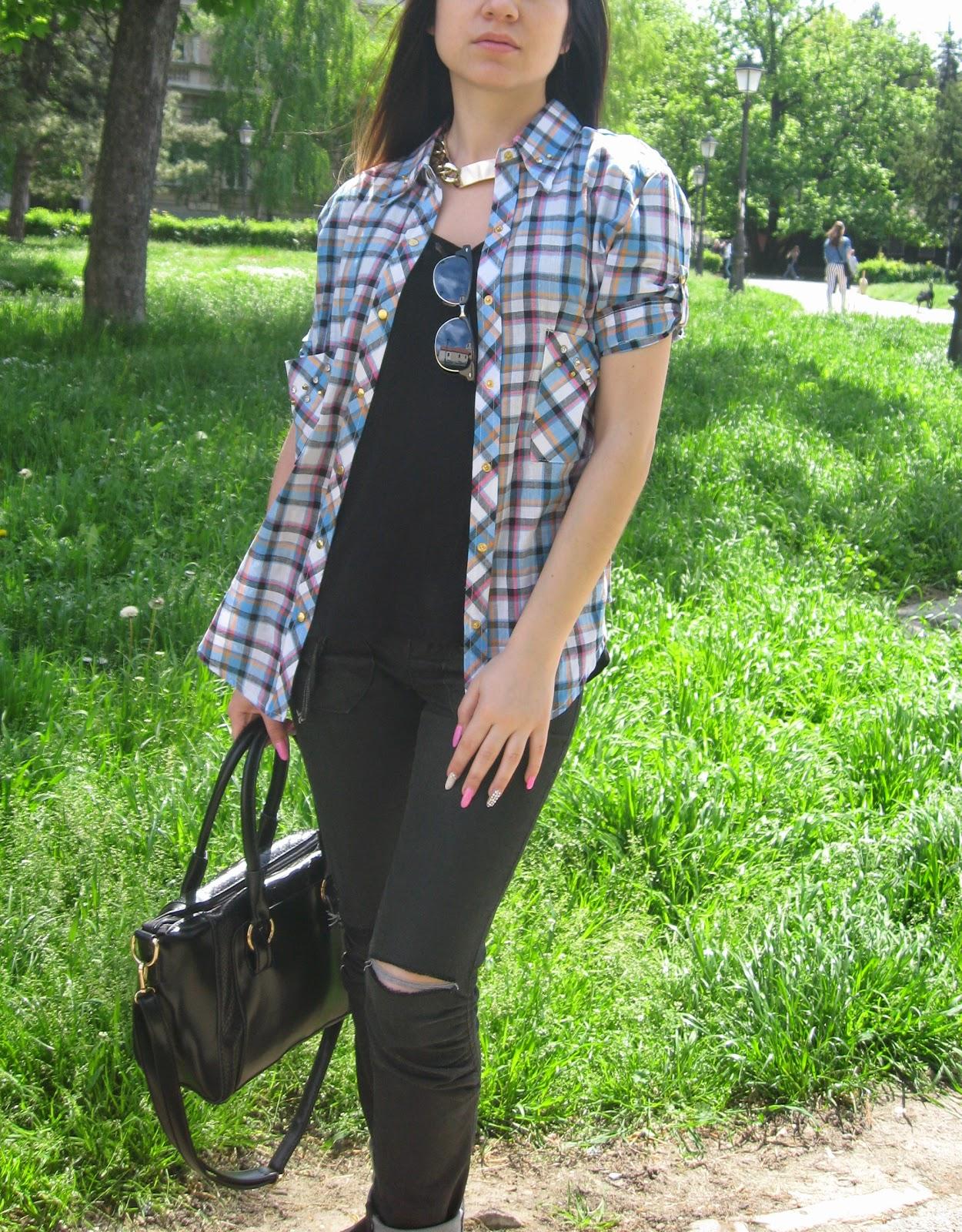 blue plaid shirt, black slip ons, trend slip on sneakers, knee ripped black jeans, black tote bag, vintage new yorker sunglasses, casual look