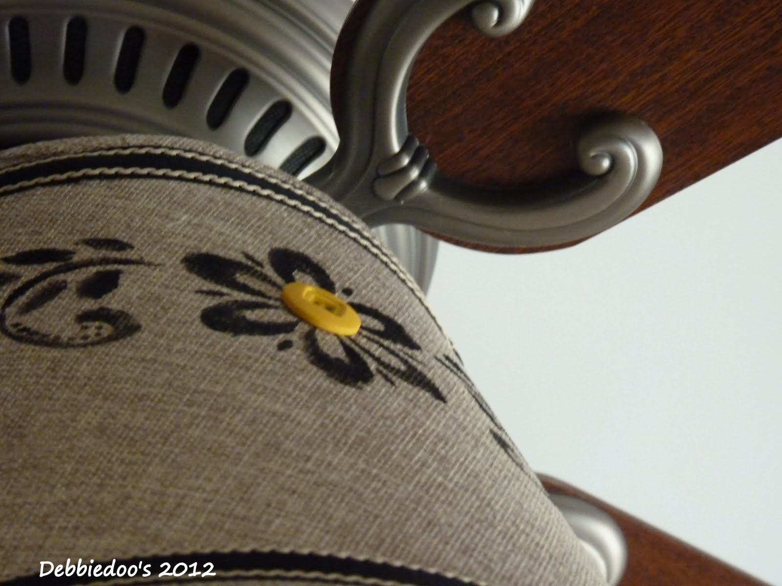 Drum shade for a ceiling fan