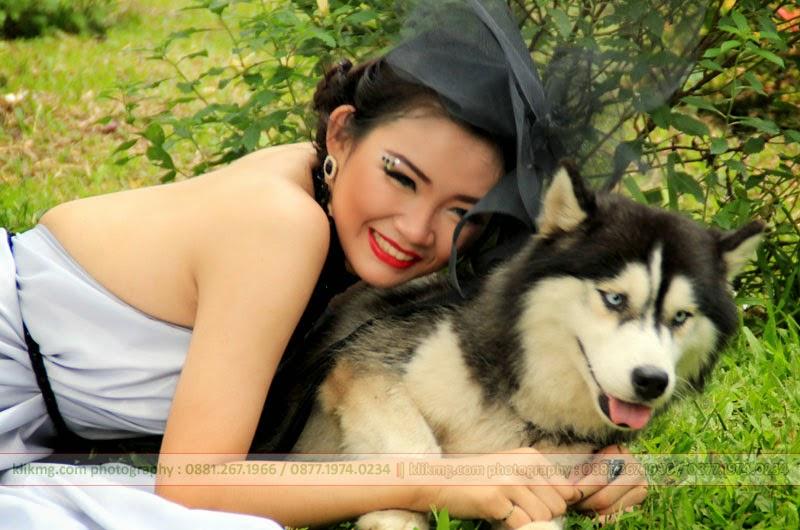 [tengu.klikmg.com] Wanita & Anjing Penjaga - foto oleh : Klikmg.com (Fotografer Purwokerto, Fotografer Banyumas, Fotografer Indonesia)