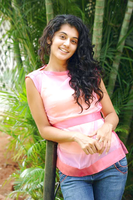 tapsee new looking - mogudu interview hot images