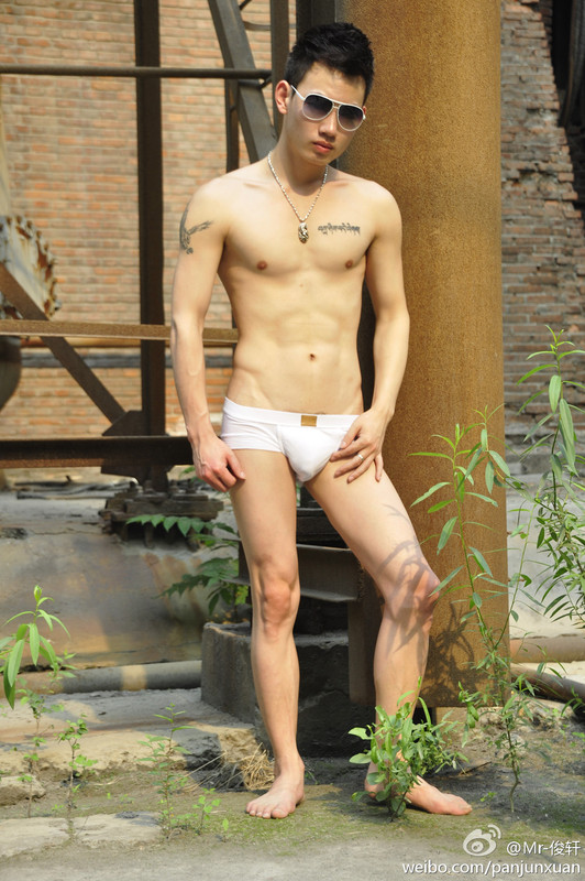 16147829c3995e72b422dfc5eea1bf5f1c713465 Sexy Naked Chinese Stud Jun Xuan Shows off His Hot Asian Cock
