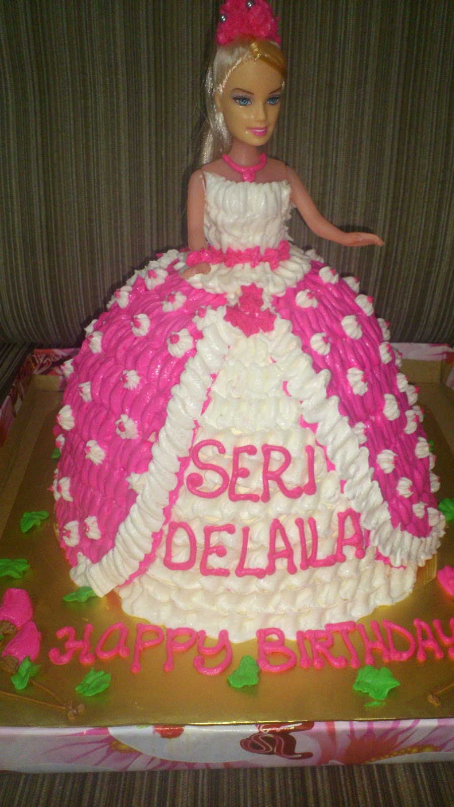 Barbie Chocolate Cake Images : emma cake & cupcakes: SEPT ORDER : BARBIE CHOCOLATE CAKE