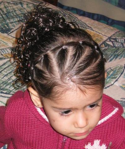 Cómo hacer peinados para niñas con pelo rizado YouTube - Peinados Para Ninas De Pelo Rizado