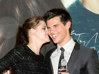 Taylor Lautner Kissing Kristen Stewart live