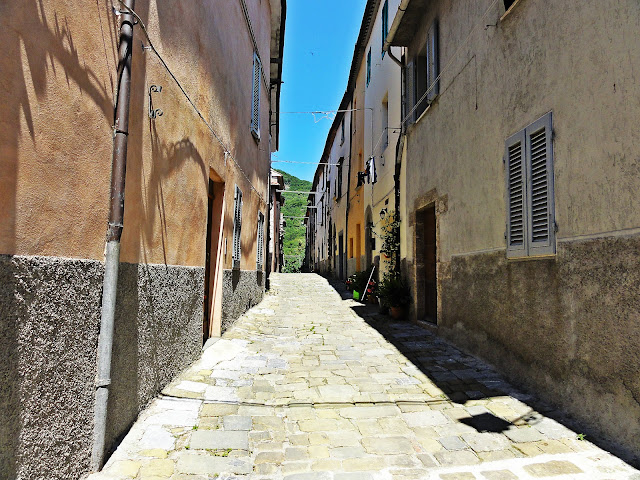 Tiny street of Roccalbegna
