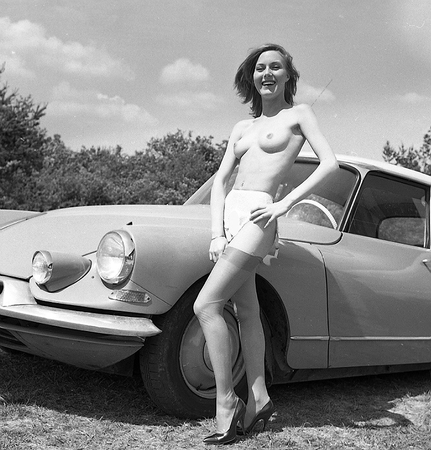 classic cars with naked girls