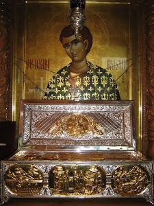 Dacă ați trăit o minune săvârșită de Sfântul Ioan Rusul contactați-ne la: ciprianvoicila@yahoo.com