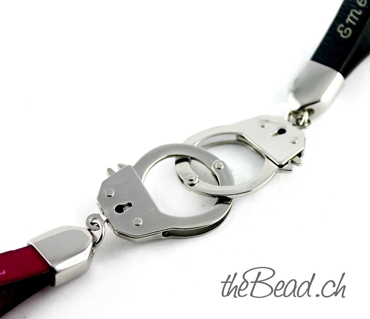 Handschellen Schlüsselanhänger graviert mit Ihrem Wunschtext