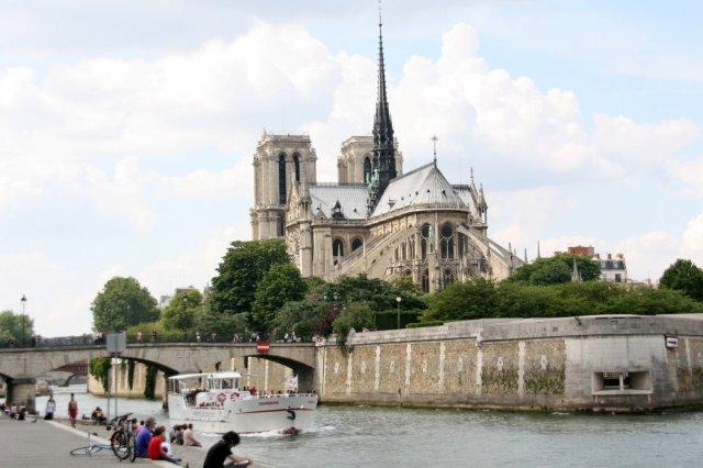 Catedral de Notre Dame de Paris y el rio Sena