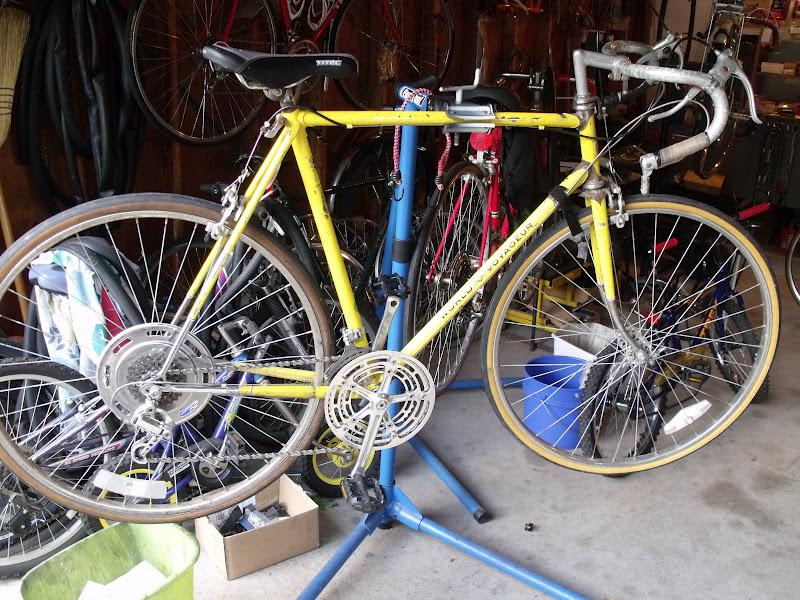 Hugh`s bicycle blog: Schwinn World Voyageur Restoration Cancelled ...