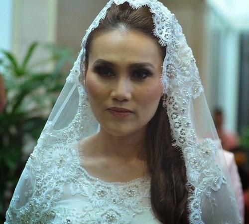 Gambar Isteri Fahrin Ahmad Biodata Elena Hani Eleas
