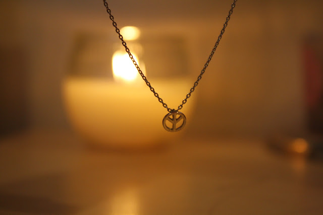 tiny-dainty-peace-necklace-blog-post
