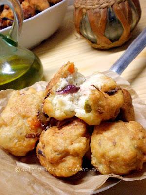 Dolci golosità:Bocconcini saporiti farciti al pomodoro, cipolla ed olive