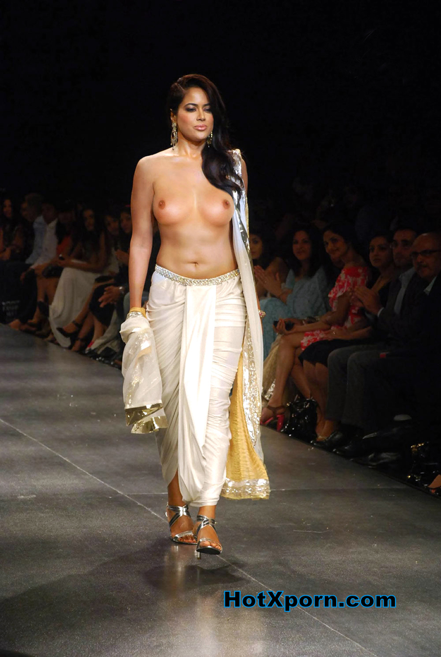 Hot Bollywood Actress Sameera Reddy Walking Nude at Fashion Week FAKE