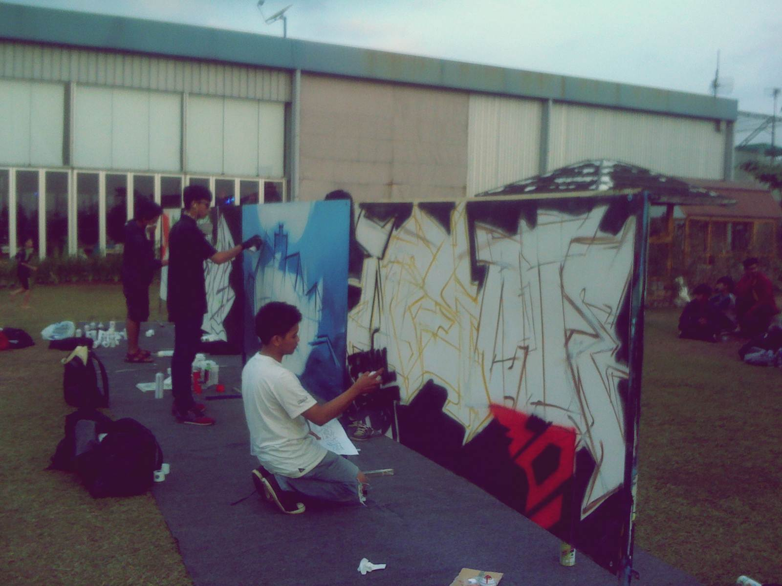 Swapiness final graffiti competition at pvj bandung for Mural untuk kanak kanak