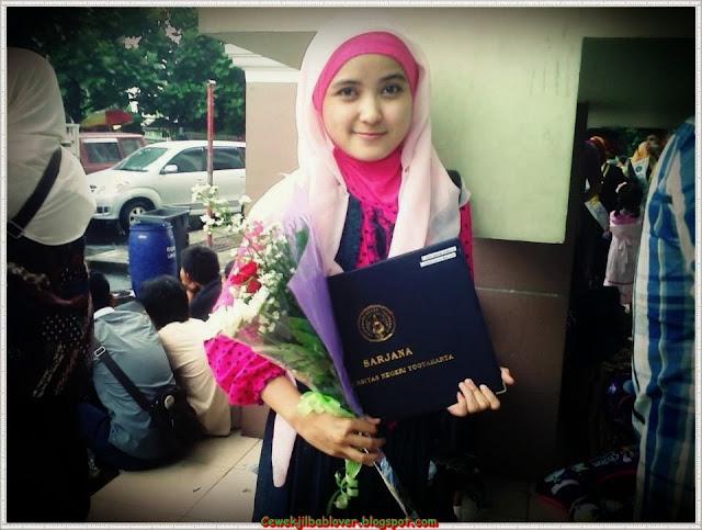 Kumpulan Foto Mahasiswi Cantik Berjilbab Terbaru 2014