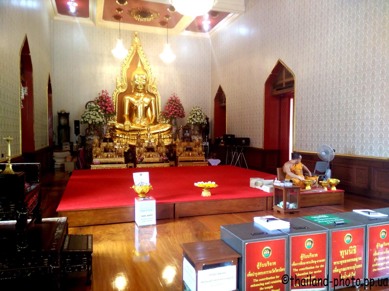 Буддиских монах на службе
