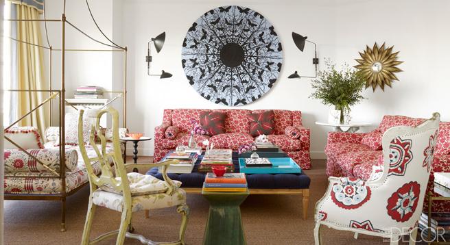 verspieltes Blumenmuster in einer Farbwelt vor neutralem Hintergurnd bestimmt Carolina Herrera Baez Räume