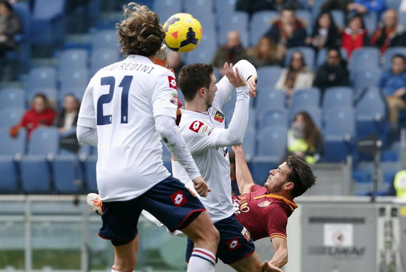 AS Roma player Alessandro Florenzi does a bicycle kick to score against Genoa