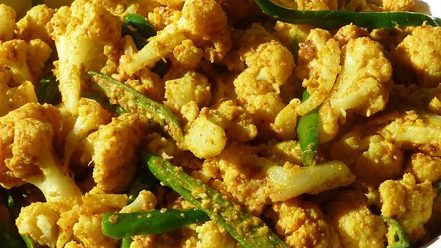 fabulous fridays: Til Wali Gobhi (Spicy Cauliflower with Sesame seeds)