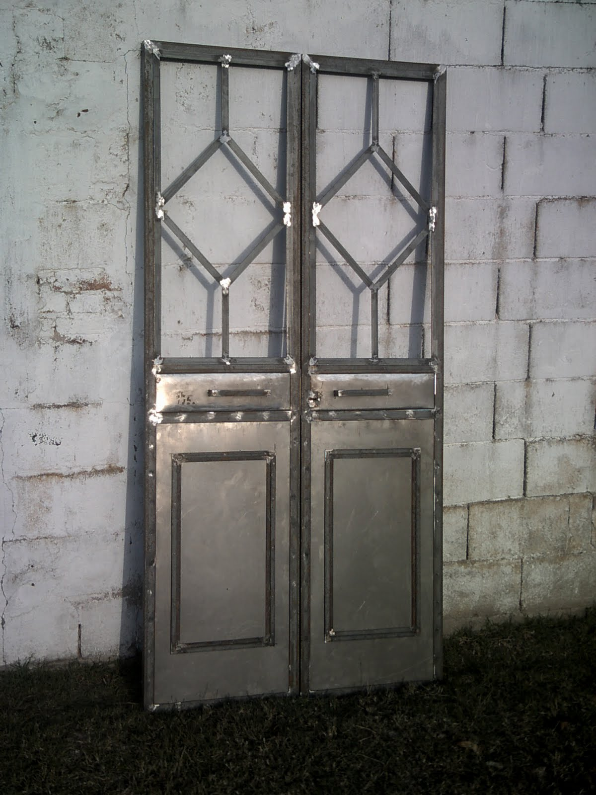 Puertas forjadas car interior design for Puertas de herreria forjada