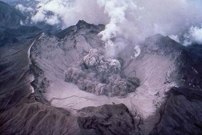 Kawah Gunung Berapi Pinatubo