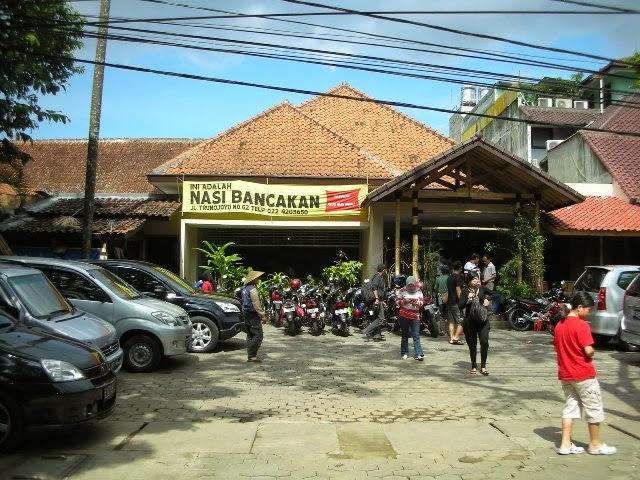 Suasana Depan Rumah Makan Nasi Bancakan