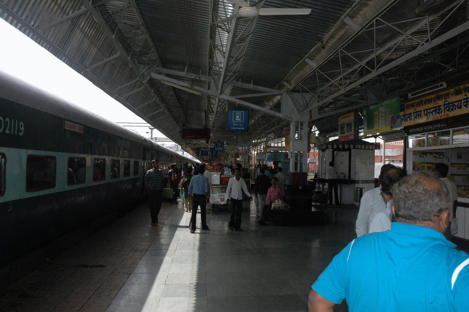 Поездка в Дели на поезде.
