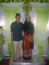 Abang Angah saya ( Ahmad Fakhurazi Suhaimi) dan Kak ngah saya ( Saidatul Shafinah) ^^