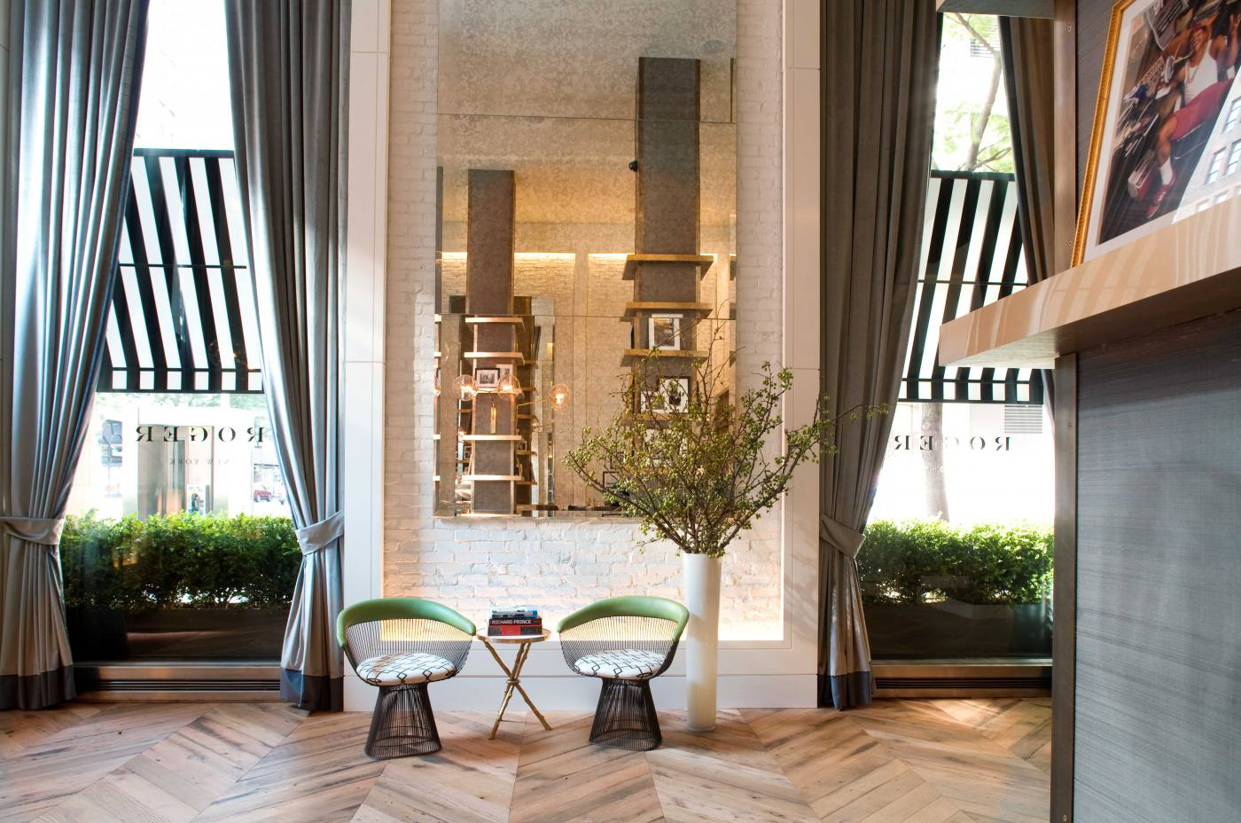a library of design beautiful new boutique hotels in paris london ny. Black Bedroom Furniture Sets. Home Design Ideas