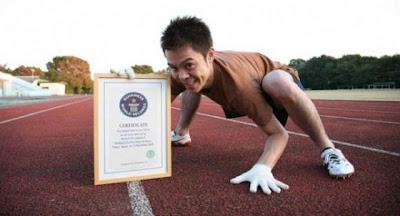 Rekor Dunia Berjalan Merangkak