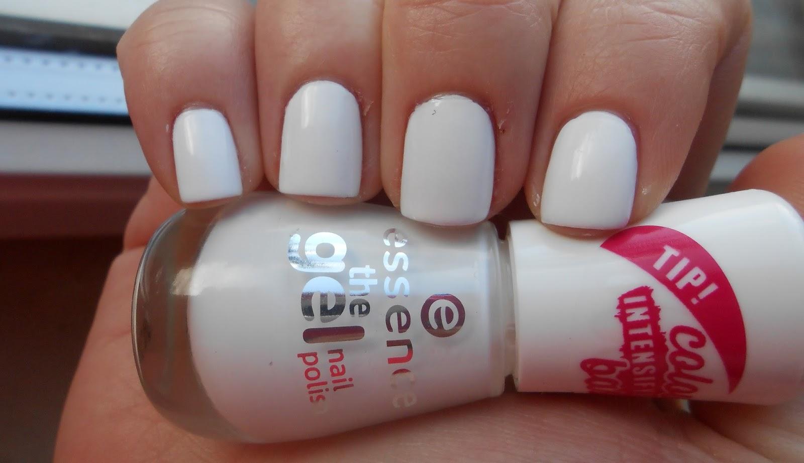 Hautnah Beauty: Nails | Essence - the gel nail polish in \
