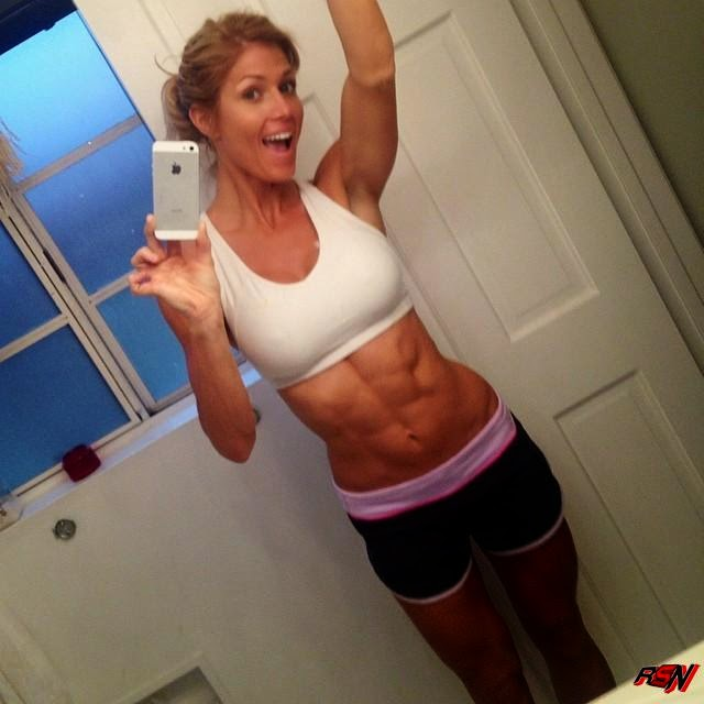 Torrie Wilson Shows Off Her Six Pack.