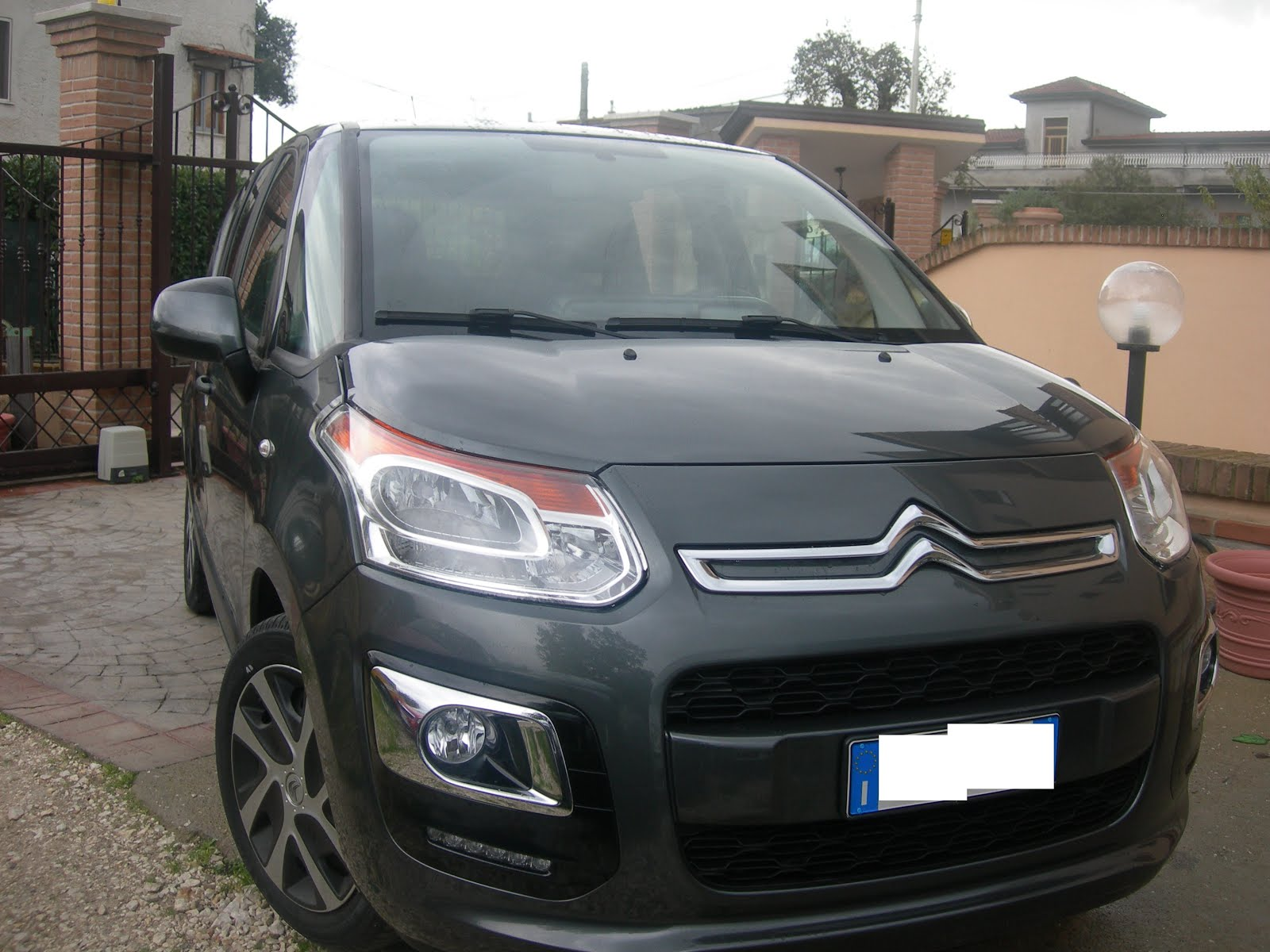 Citroen C3 Picasso 1.4 benz 95 CV 59.000 km Anno 2013 full optional Prezzo 8.000,00 euro