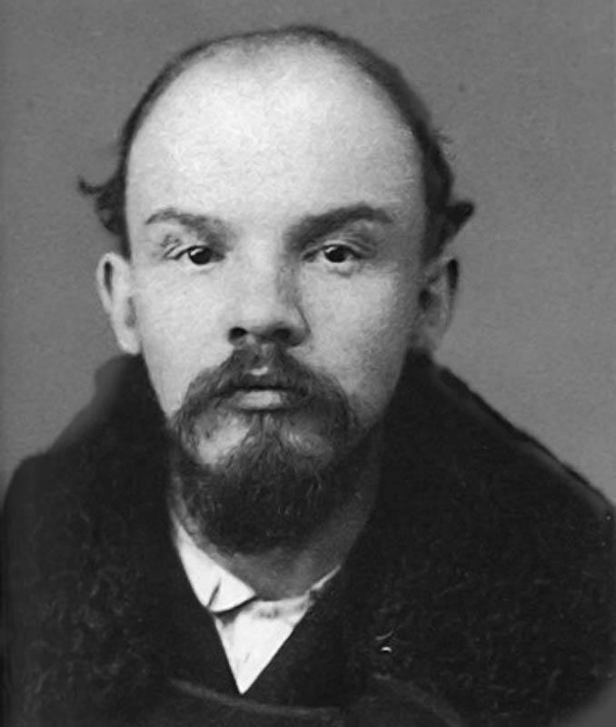 Nuestras fotos......  - Página 5 Vladimir+Lenin+en+prisi%25C3%25B3n
