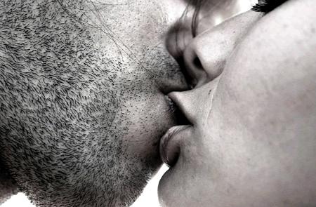 Mơ thấy hôn ca sĩ nổi tiếng, cảm giác mềm mại, ấm nóng