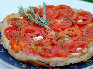 Tatin de tomates au thym et au fromage de brebis