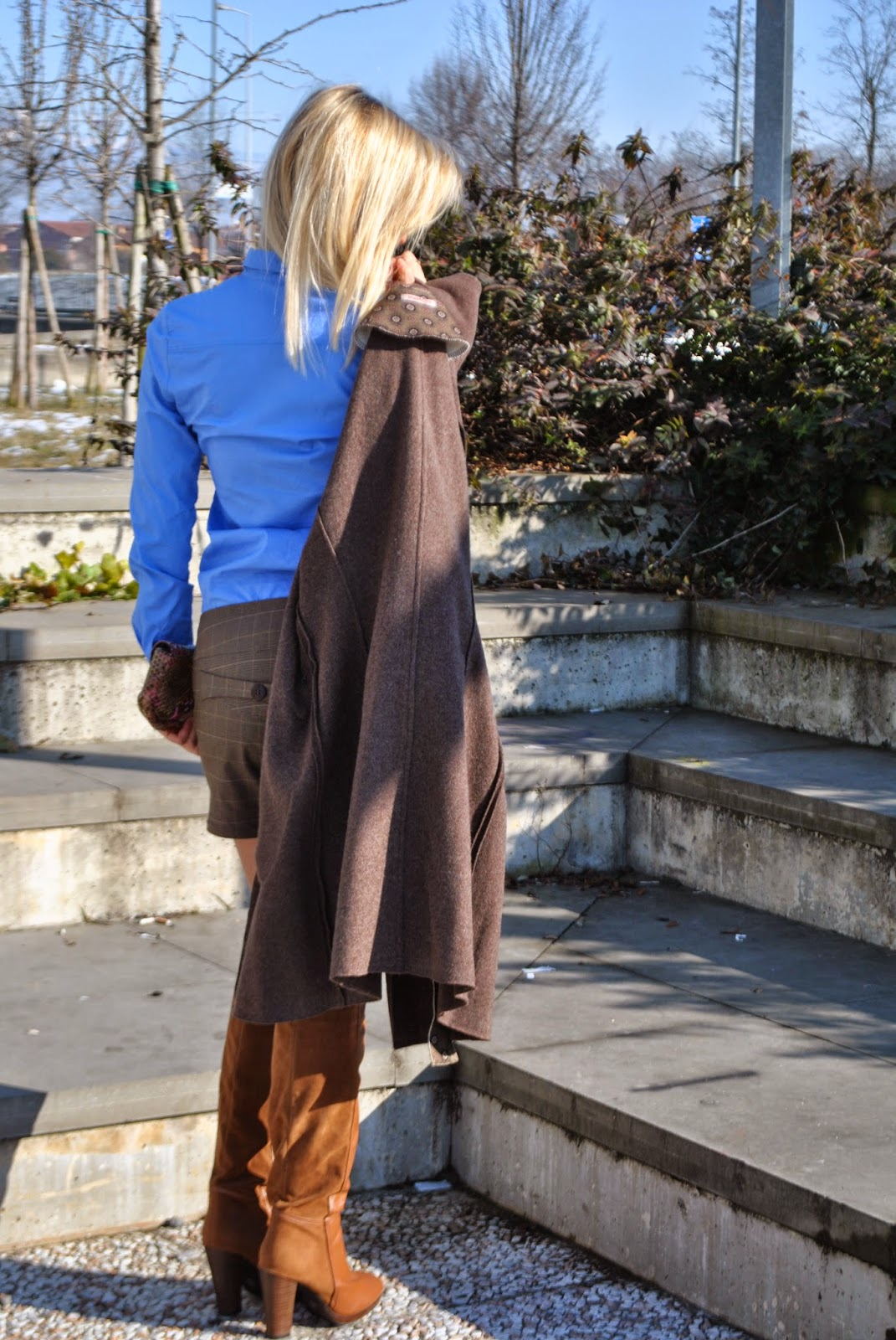 outfit cappotto marrone cappotto in lana cotta come abbinare il marrone stivali marroni outfit shorts outfit shorts inverno outfit camicia azzurra come abbinare gli shorts in inverno abbinamenti camicia abbinamenti marrone come abbinare il marrone borsa lobra pitonata how to wear brown wool brown coat cappotto fattori fashion blogger italiane mariafelicia magno colorblock by felym fattori italia mariafelicia magno fashion blogger blog di moda italiani blogger italiane di moda ragazze bionde orecchini a cuore collana a forma di chiavi borsa lobra lobra bag outfit invernali outfit febbraio 2015 winter outfits fashion bloggers italy girls blondie blonde girls