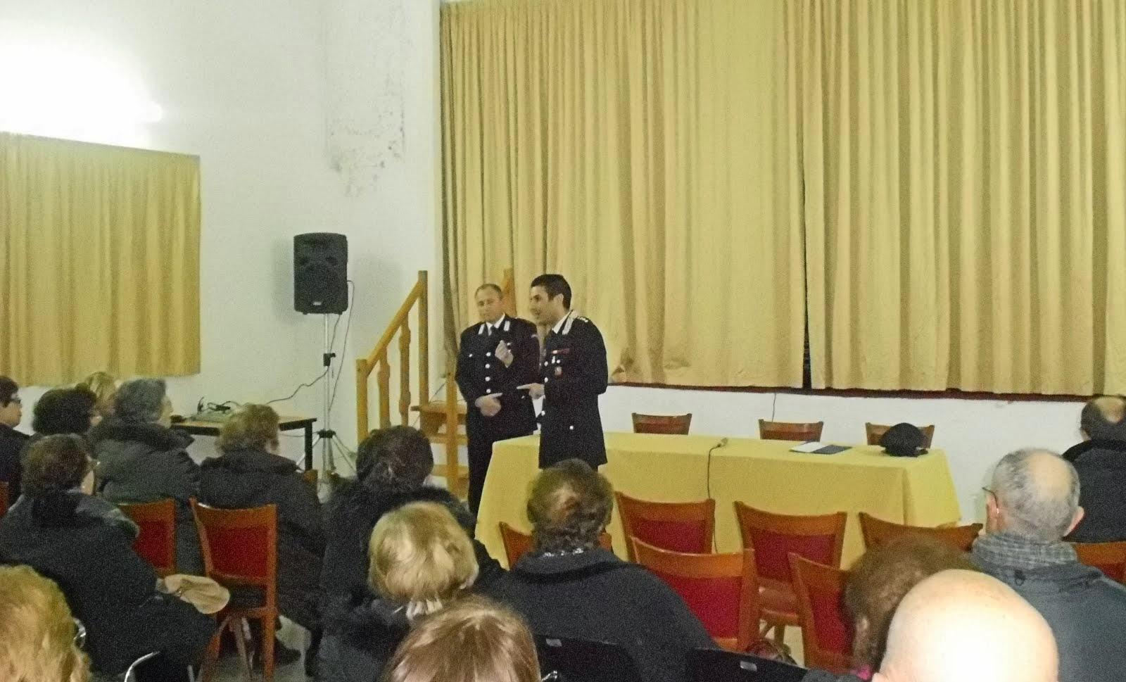 I Carabinieri svolgono attività di informazioni agli anziani....i