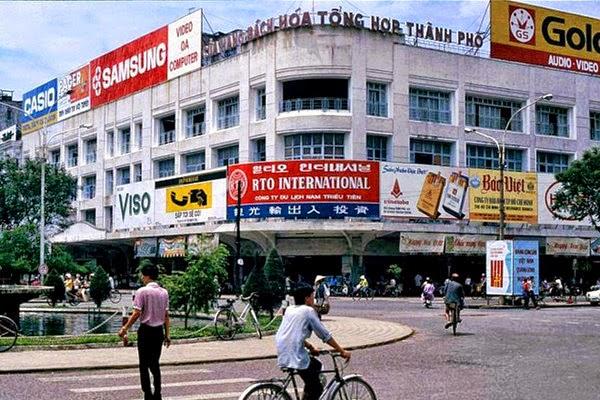 Năm 1981, cửa hàng bách hóa thành phố ra đời