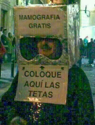 Disfraz gracioso de carnaval: mamografía gratis, coloque aquí las tetas.
