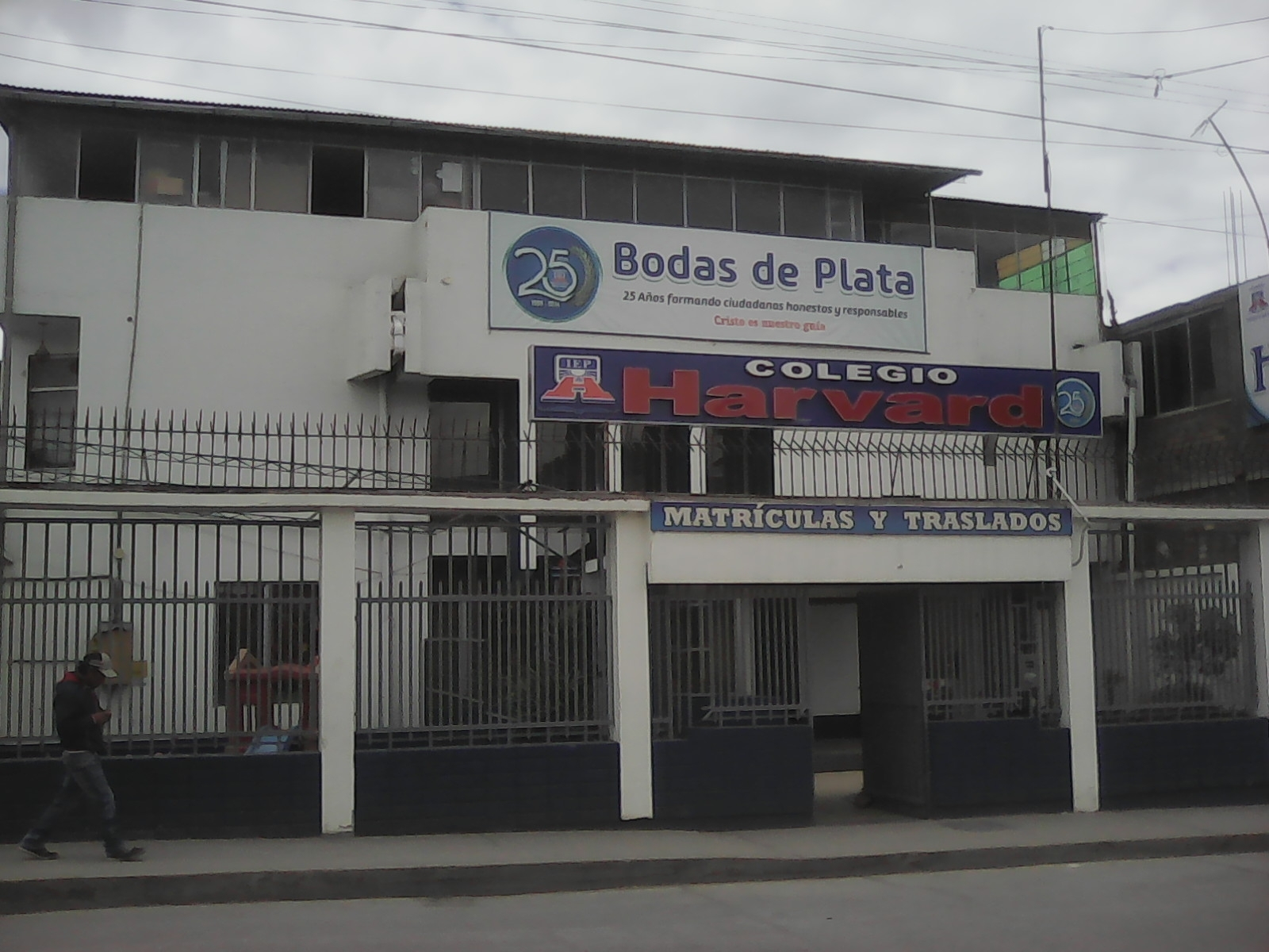COLEGIO HARVARD HUANCAYO