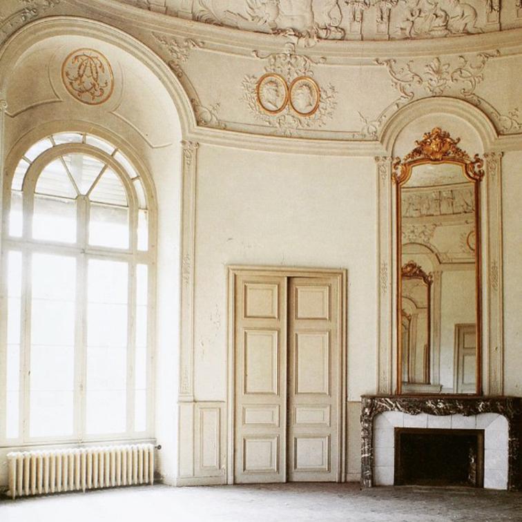 Amazingly ornate white interior, Parisian apartment