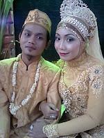 http://ejawantahnews.blogspot.com/2011/11/sebuah-pelaminan-cinta-sejati.html